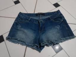 Lote de short e calças 40 reais.