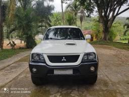 Mitsubishi L200 Outdoor HPE 2.5 4x4 Cabine Dupla Turbo Diesel Automática