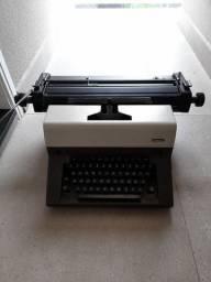 Máquina de datilografia Facit