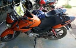 Moto Fazer laranja - 2014