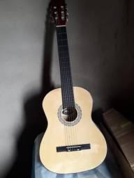 Vende-se violão novo nunca foi usado 350$ menor valor 300$