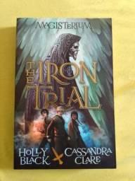 "Livro ""Magisterium - The Iron Trial"" (O Desafio de Ferro) - Volume 1"