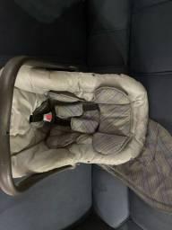 Vendo bebê conforto + espelho pra vê o bebê no carro.