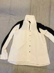 Camisa feminina fina preta e branca com renda nas costas