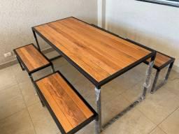 Mesa de madeira Peroba Restaurada