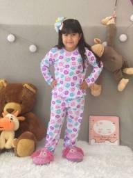 Pijamas infantis calça e manga comprida.