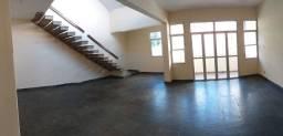 ALUGO Apartamento Duplex no centro de Carangola