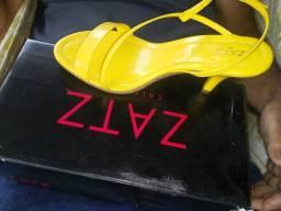 Título do anúncio:  Vende se uma sandália na caixa ,obs abaixei