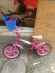 Eu tô vendendo está bicicleta pra criança de até 6 anos