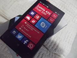 Celular Nokia Lumia 435 DS com pequeno trinco na tela sem whats