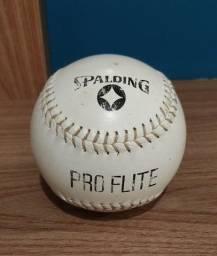 Bola Oficial de Softball Spalding Pro Flite