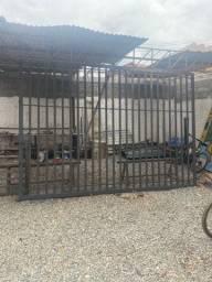 Portão de garagem e portão social