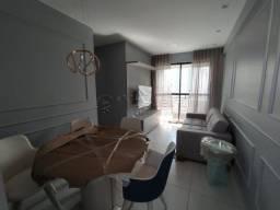 apto 2 quartos com suíte, mobiliado, prédio novo, varanda, ventilado, academia