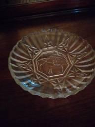 Prato em vidro antigo no arte déco