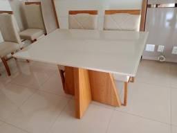 Mesa completa pra 4 pessoas confortável e aconchegante