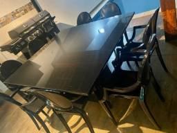 Mesa laqueada com 8 cadeiras