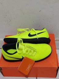 Chuteira Nike nova