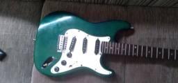 Guitarra e caixa de som e violão
