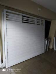 Portões e porta de alumínio.