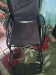 Vendo cadeira de rodas usada poucas vezes 350