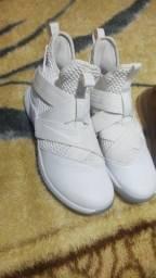 Tênis Nike LeBron soldier 41