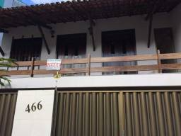 Excelente casa ampla com piscina no bairro Castália.