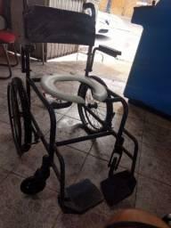 Título do anúncio: Vendo cadeira de rodas usada higienizada