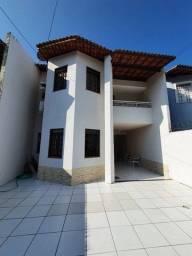 Casa para venda possui 168 metros quadrados com 3 quartos em Lago Jacarey - Fortaleza - Ce