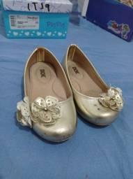 Título do anúncio: Combo: sapatilha e sandália com algumas marcas de uso