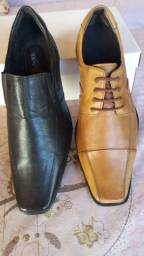Vende se 2 jogos de facas com as formas de sapato social masculino