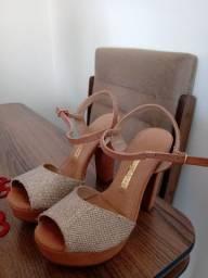 Sandália salto grosso com textura em glitter