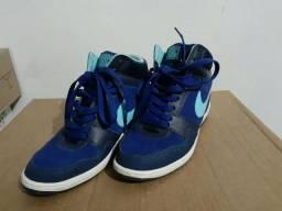 Sneaker Nike Salto embutido Tam 36