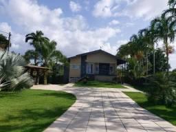 Vendemos uma casa com 5 suítes no Condomínio Lago Azul