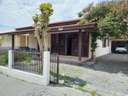 Casa na Rua Rio de Janeiro Sozinha no Quintal Pertinho da Praia