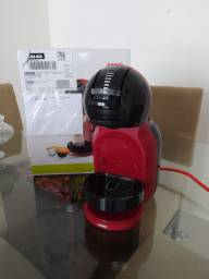 Cafeteira Mini Me Dolce Gusto.