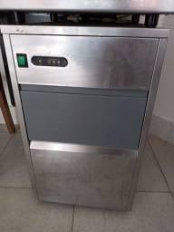 Maquina de gelo usada