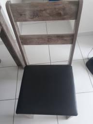 Jogo de mesa  de madeira com 4 cadeiras