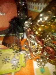 Vendo várias pulseiras correntes colares anéis brincos e relógio fácil lote