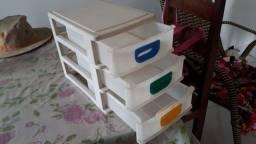 Gaveteiro de plástico pequeno com 3 gavetas para mesa