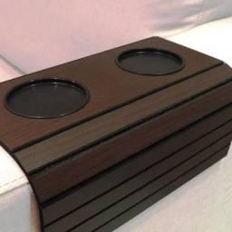 Apoio de copos para Braço de Sofá em madeira na cor tabaco (marrom escuro)