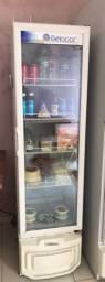 Refrigerador expositor 110w em pleno funcionamento