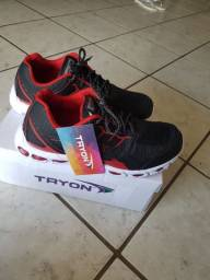 Ótimo tênis esportivo Tryon masculino N 43