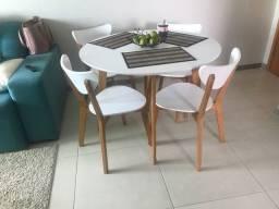Título do anúncio: Mesa e cadeiras (conjunto)