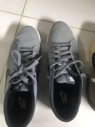 Tênis Nike 42 e 43. Os dois por $100