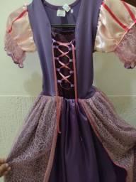 Vestido Rapunzel e Cinderela