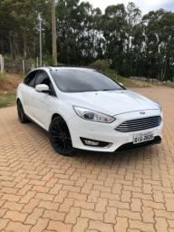 Ford Focus Titanium Fastback 2016