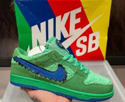 "Tênis Nike SB Dunk Low - Grateful Dead Bears ""Green"""