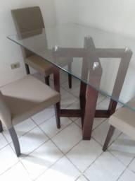 Mesa com 4 cadeiras seminova base e cadeira madeira macisa..