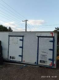 Baú para caminhão 5.5 de comprimento e 2.20 de altura com três quarto , valor $ 9.000