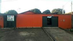 Casa mais barracao e piscina na Av principal cidade osfaya Luziania-go